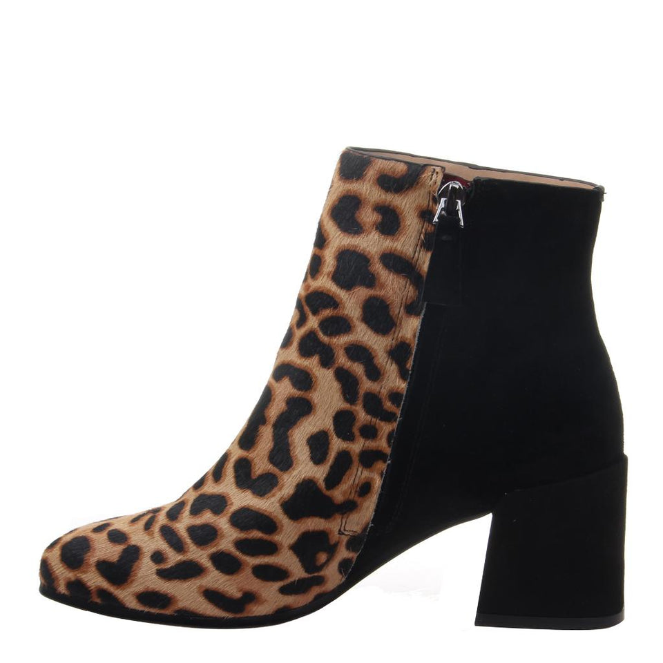 Womens ankle boot strata in Camel inside view