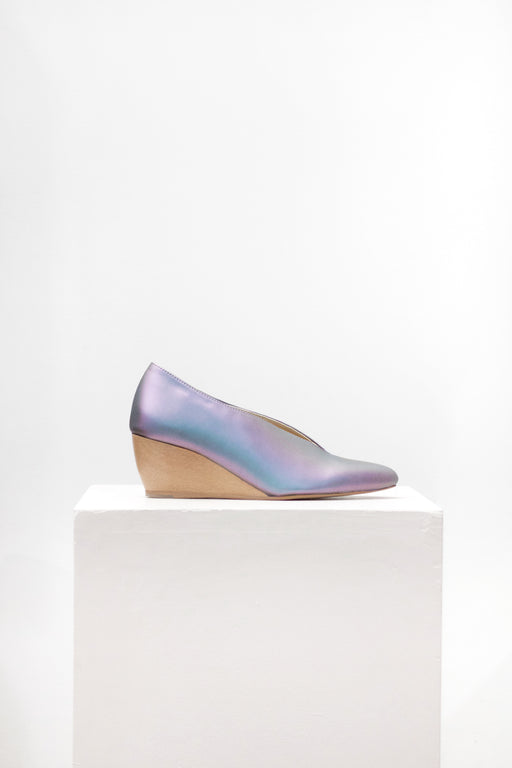Sydney Brown Vegan Footwear | V-Wedge // Iridescent | Hazel & Rose