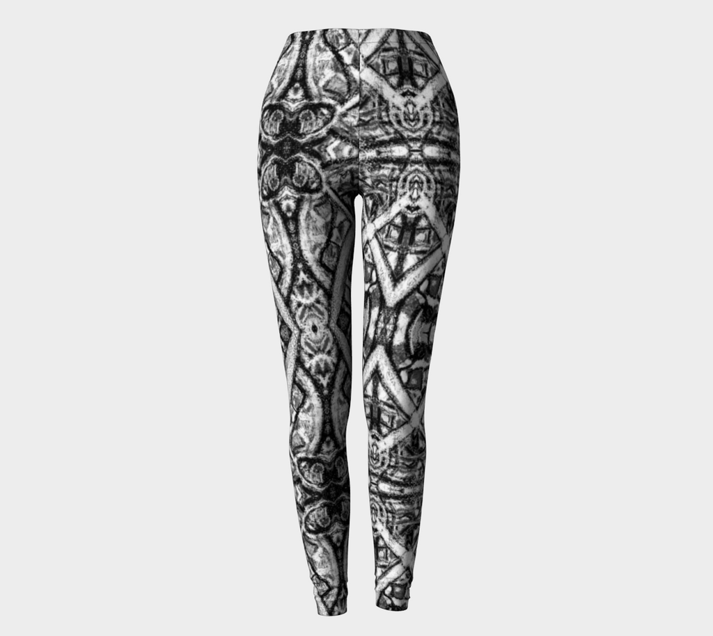 Charlee Shears Leggings in Black and White