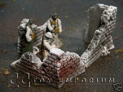 """RETIRED & BRAND NEW "" Build-a-Rama 1:32 Hand Painted WWII ""Winter"" Brick Wall Section Set (3 Piece Set)"