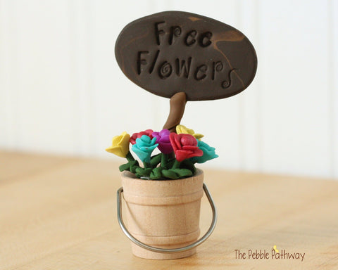 Free Flowers Sign with Bucket of Flowers - Miniature Fairy Garden Accessory - Terrarium decoration 0501 - ThePebblePathway
