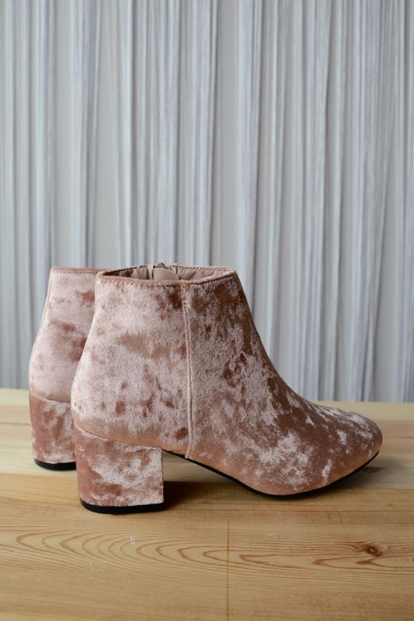 mode, sweetheart velvet bootie