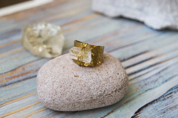 Ooska raw quartz brass ring - MoonDome - 1