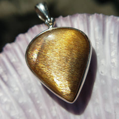 Flashy Sunstone Crystal Pendant