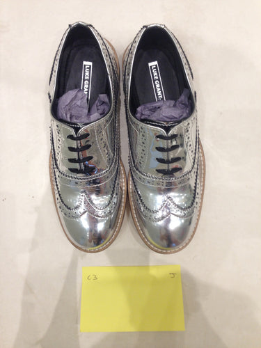 Ladies 5.5 Gents 4 US | 3 UK | 35/36 EU Silver/mirror/chrome (sample sale) J