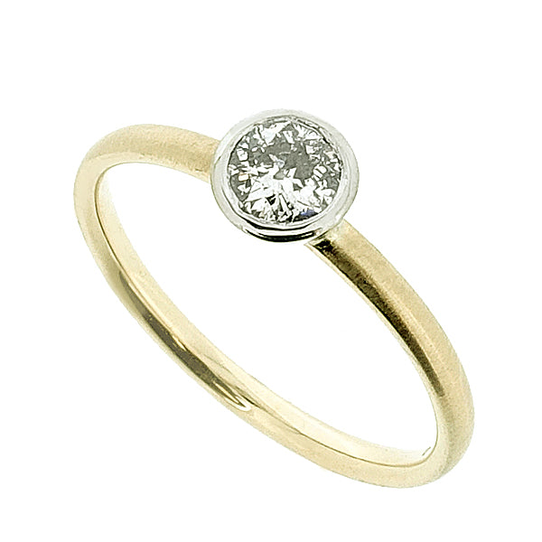 Old-cut diamond solitaire ring in 9ct yellow and white gold, 0.24ct
