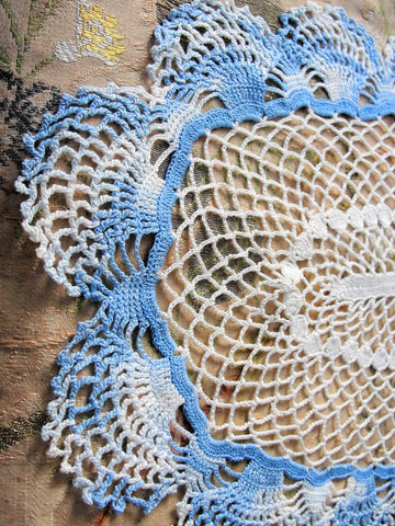 CHARMING Vintage Center Piece Doily, Table Topper, Large Oval Doily,Pretty Blue, Creamy White, Hand Crocheted Doily, Farmhouse Decor, French Country Cottage,Unique Design,Collectible Lace Doilies