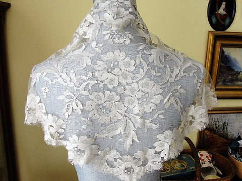 GORGEOUS Antique Silk Lace Shawl,Chantilly Lace, Bridal Shawl, Bridal Scarf, Mantilla, Head Scarf, Vintage Clothing, Lovely Lace