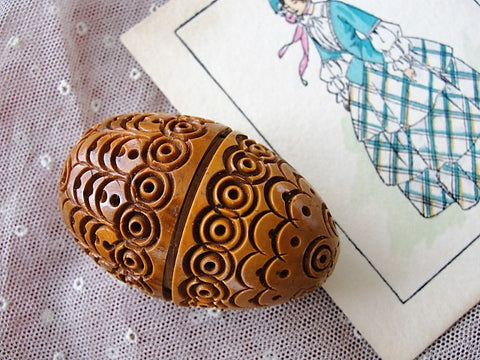 BEAUTIFUL Victorian Carved Thimble Case Darning Egg Sewing Case Coquille Nut Treen Ware Vintage Sewing Collectible