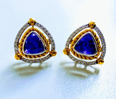 RV - 551 (PRICE ON REQUEST) Trilliant cut Tanzanite surrounded by a twisted gold metallic wire, outlined by beautiful round diamonds. Made with 18 karat yellow and white gold!