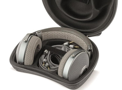 Focal Clear with carry case, XLR cable, 6.5mm cable & 3.5mm cable!