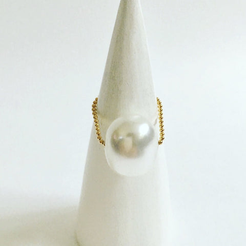 Gembuds Shell Pearl Ring