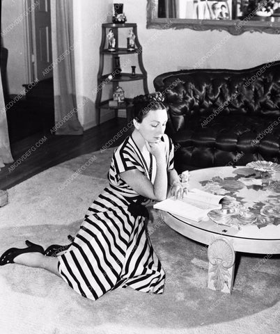 a little light reading for Agnes Moorehead at home dp1787