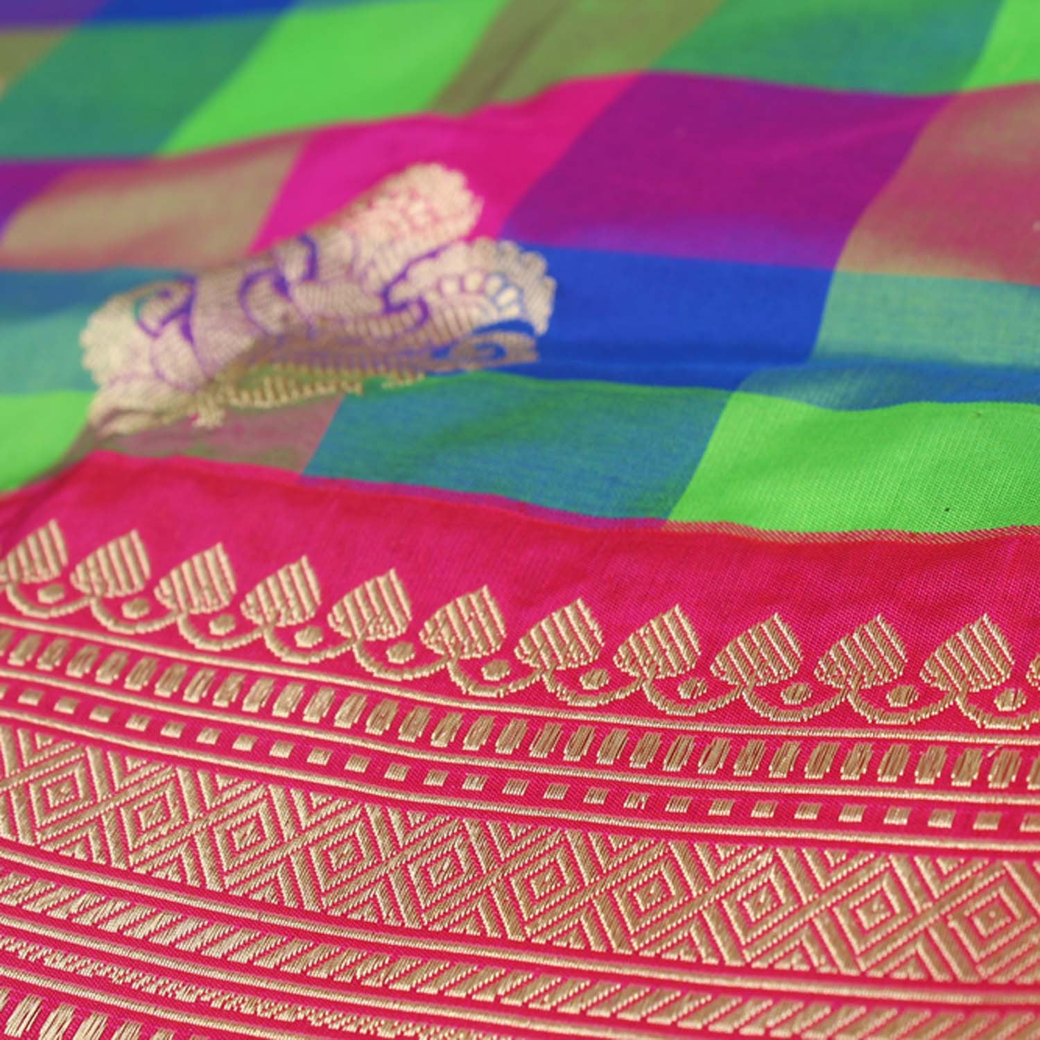 Checkered Pure Katan Silk Handloom Banarasi Saree - Tilfi - 4