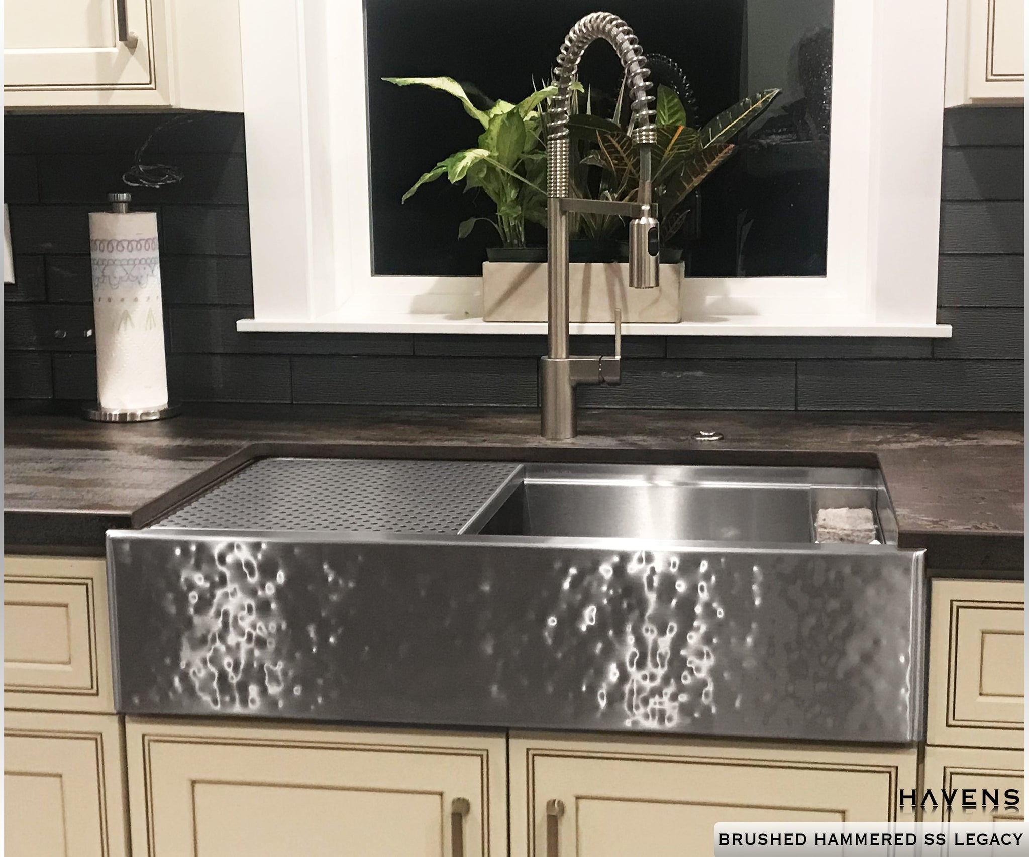 Legacy Farmhouse Sink - Brushed Hammered Stainless