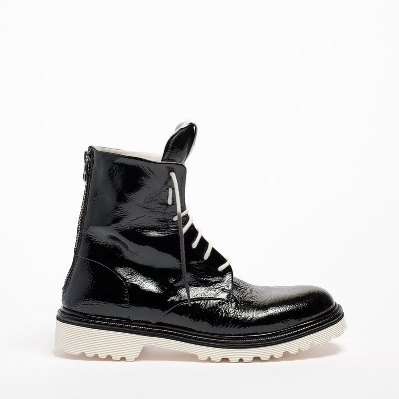 Lady Napalm Laced Desert Boot naplack black