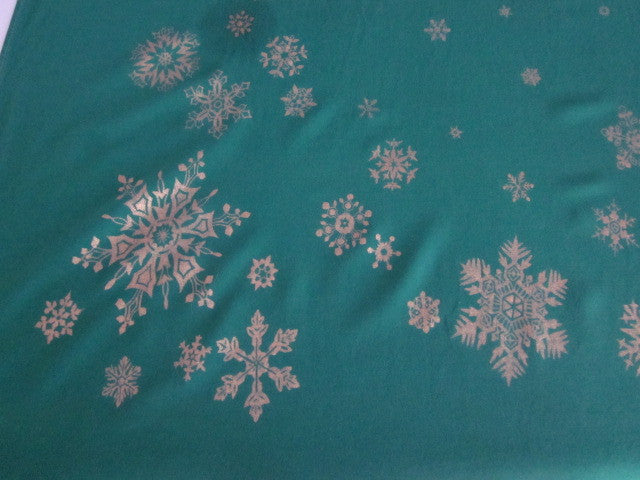 Christmas Snowflakes on Green Cutter? Vintage Printed Tablecloth (62 X 54)