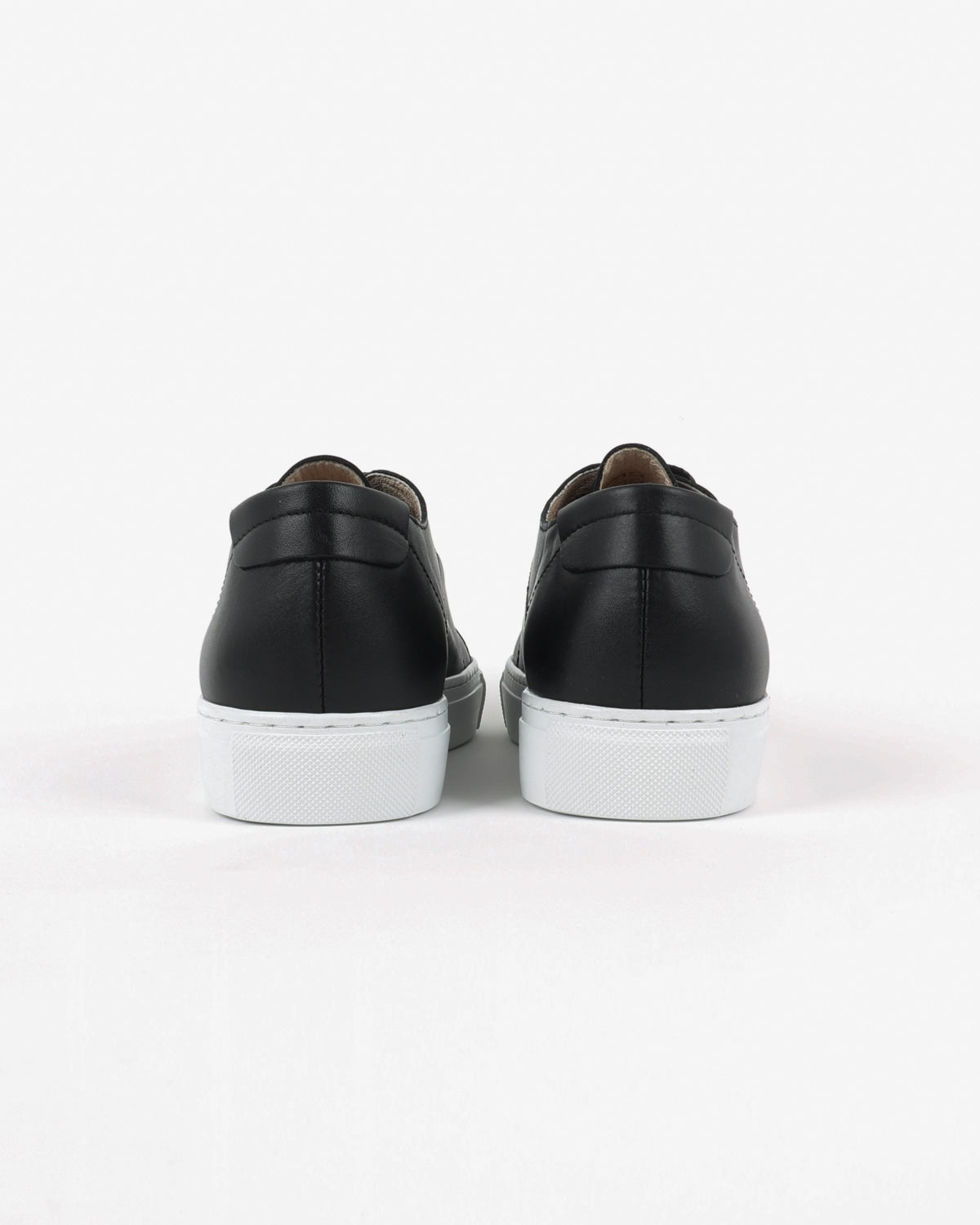 garment project_classic lace sneaker_black_view_3_4