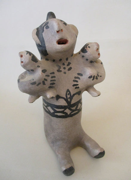 10484 Native American Damacia Cordera Cochiti Pueblo Large Storyteller Figurine