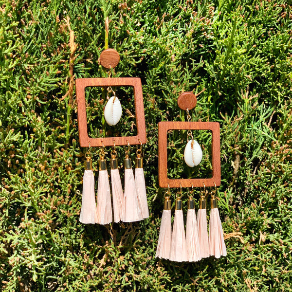 Summer wooden big earrings with raffia paper tassels and sea shells