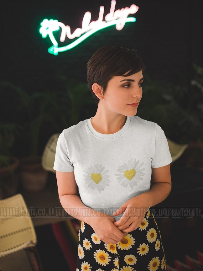 Daisy Flowers Hearts T-shirt - Urbantshirts.co.uk