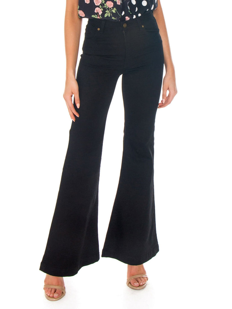Women wearing a pants rental from ROLLAS called Jessie Jumpsuit