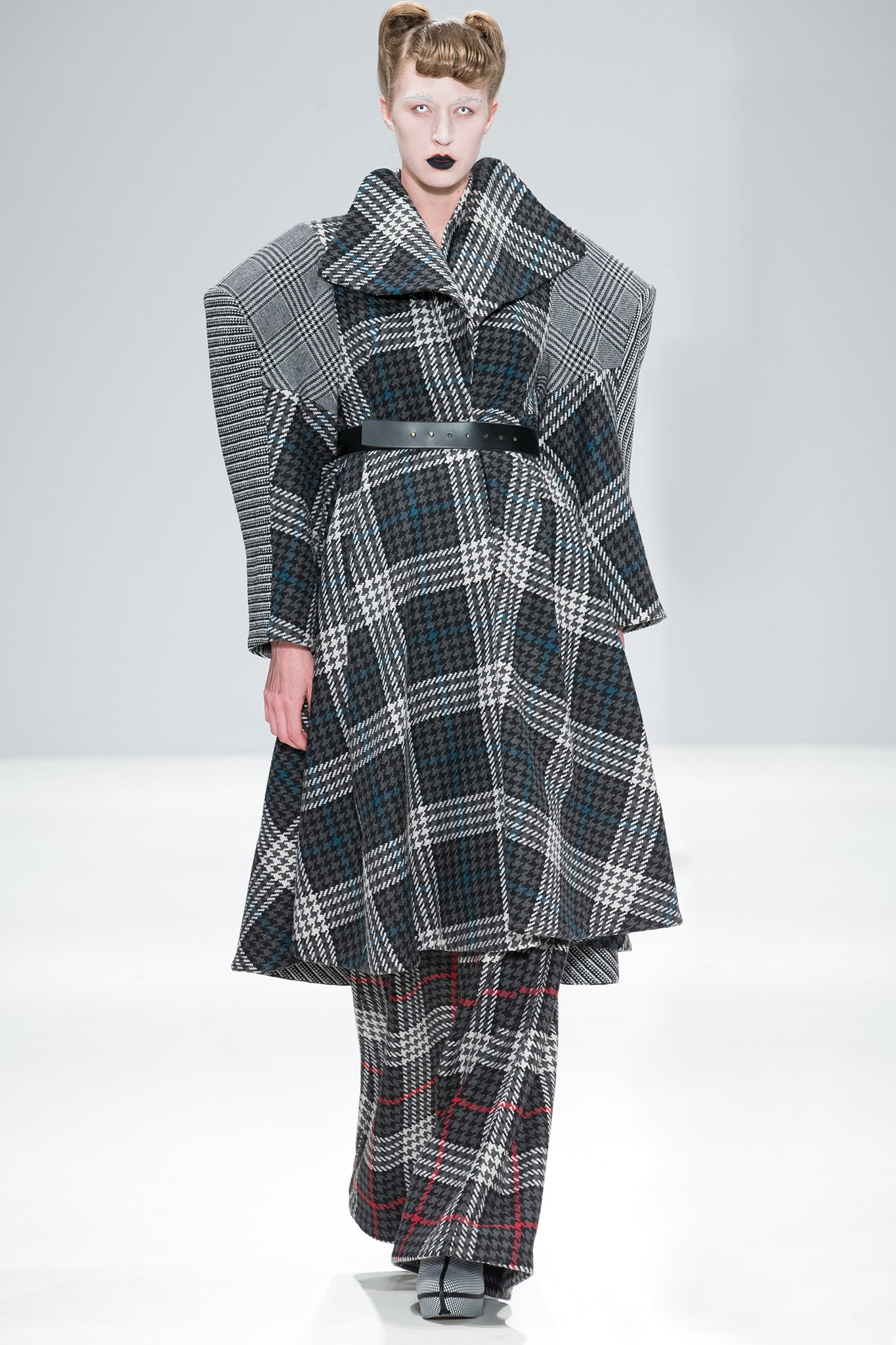 CIMONE's 'Extra' coat created in a mix of check wools. Beautiful belted or unbelted, with an elegant 'floating' collar design. A signature style for AW17-18, first shown on the fashion scout catwalk at London Fashion Week.