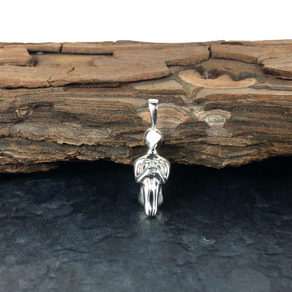 Contemplation Pendant - VP250
