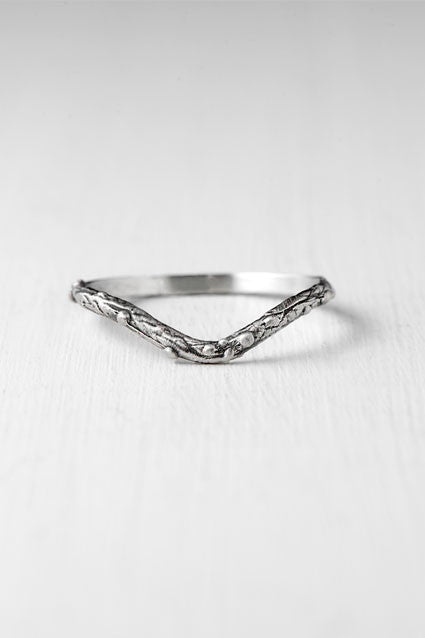 Twig chevron silver ring