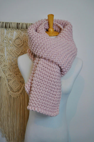 Womans chunky knit scarf