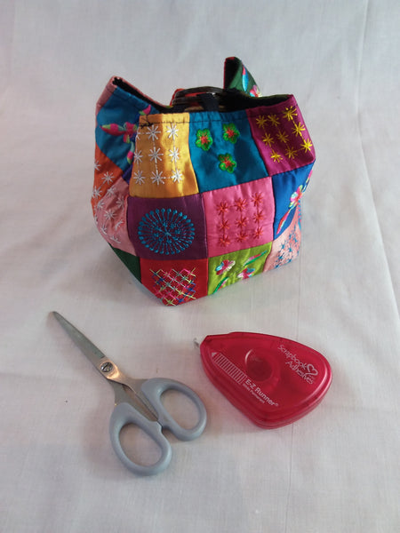 Embroidered patchwork bag, coconut shell fastening with carry handle