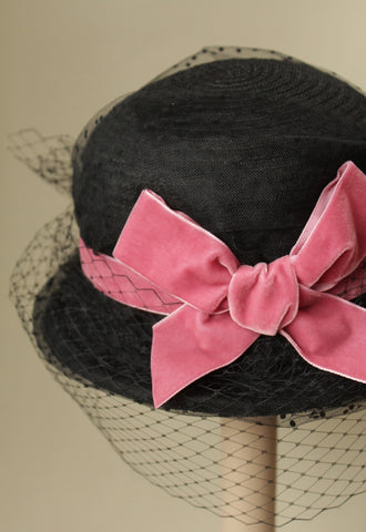 """Kiki"" tilt hat with pink bow"
