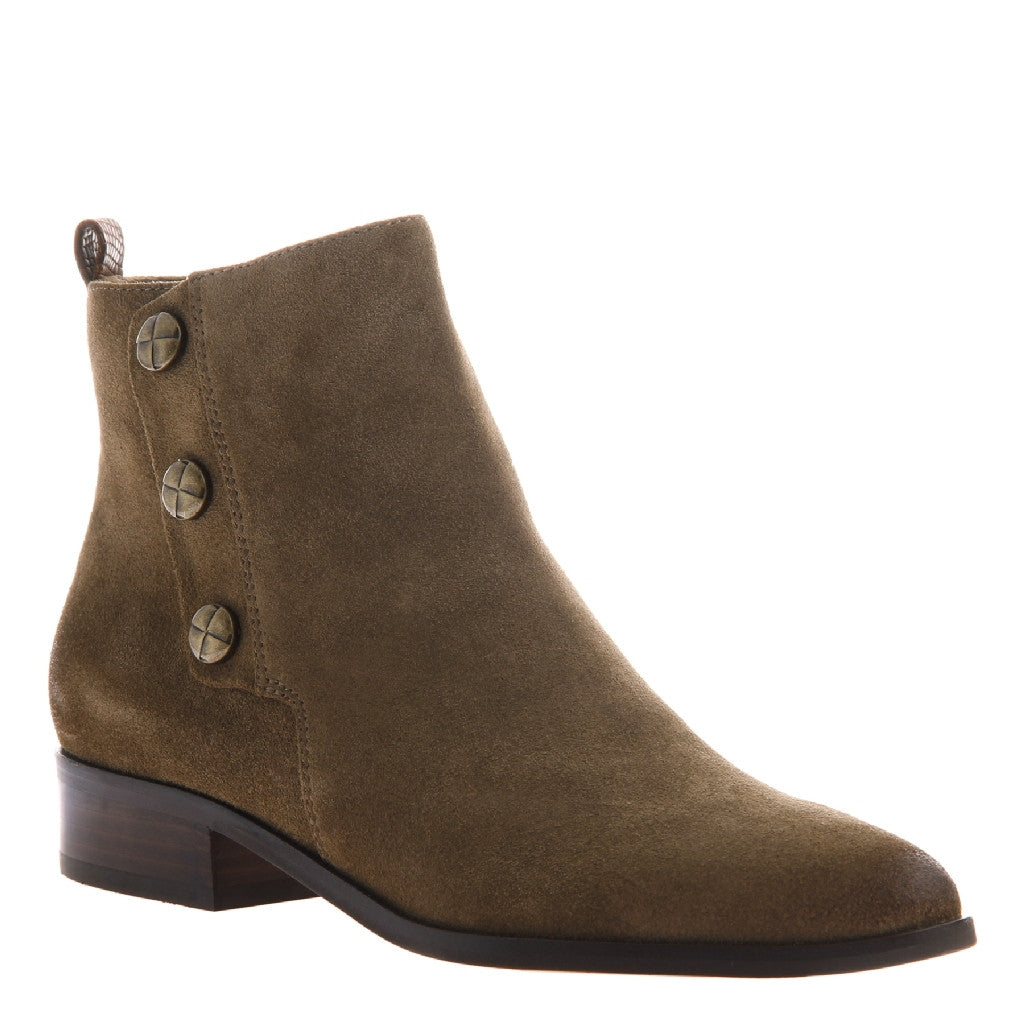 Nicole_Jude_Otter_Leather rider boot with three snaps on the side