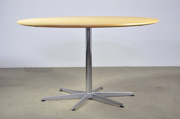 Arne Jacobsen Fritz Hansen dining table - Case 22