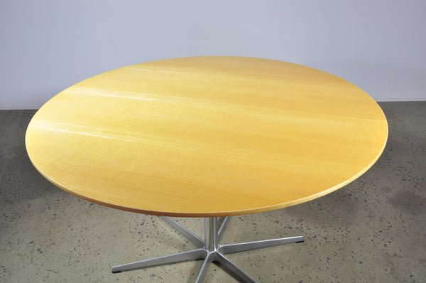 Arne Jacobsen Fritz Hansen dining table