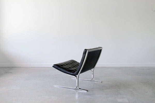 Nicos Zographos CH 28 lounge chair.