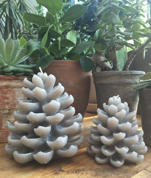 Pinecone Candle 'Dove Grey'