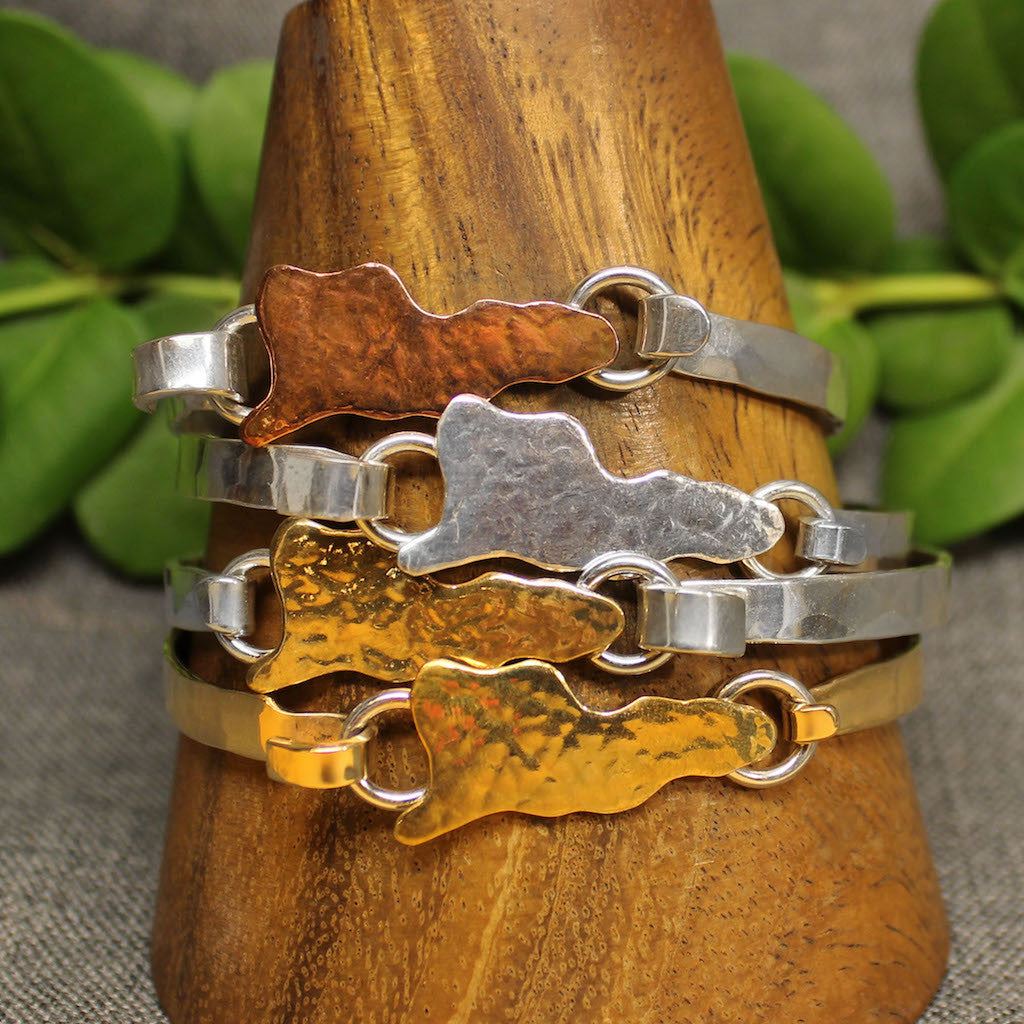 5mm latching bracelet with hammered map of St.Croix in center.