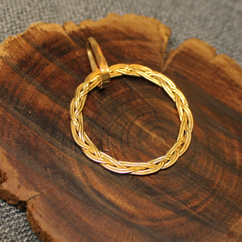Circular 14k gold pendant with rope design.