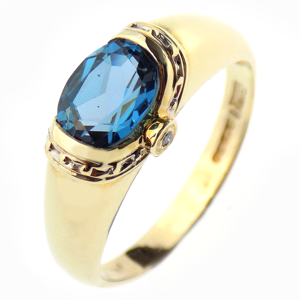 Pre-Loved 9ct Yellow Gold Blue Topaz & Diamond Ring
