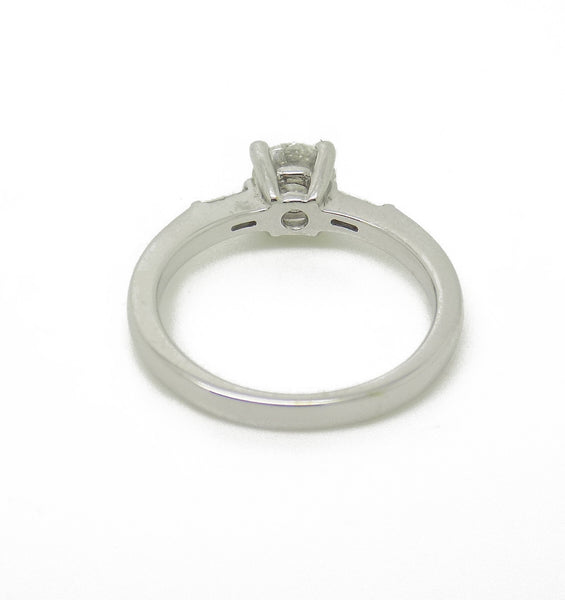 18ct White Gold Round Centre Diamond & Baguette Cut Diamond Ring Mount Detail
