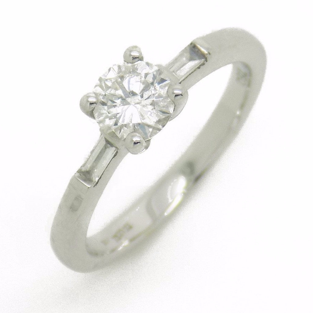 18ct White Gold Round Centre Diamond & Baguette Cut Diamond Ring