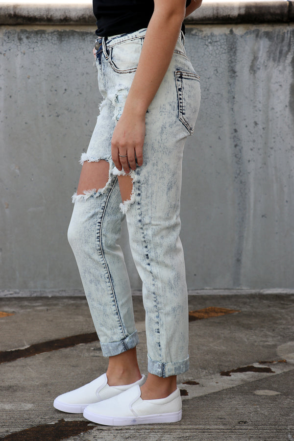 Light Wash Mid-Rise Boyfriend Jeans - FINAL SALE - Madison + Mallory
