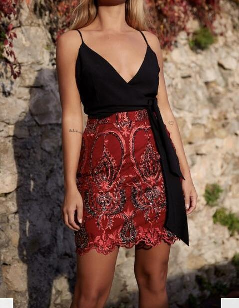The Kiss Kiss mini skirt in Red