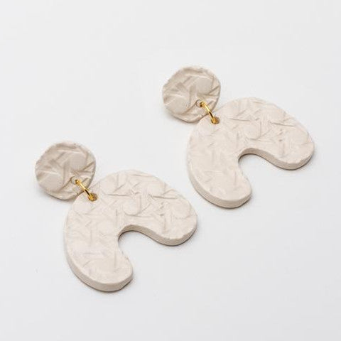 Enameled ceramic earrings with canage engraved motif CESCA