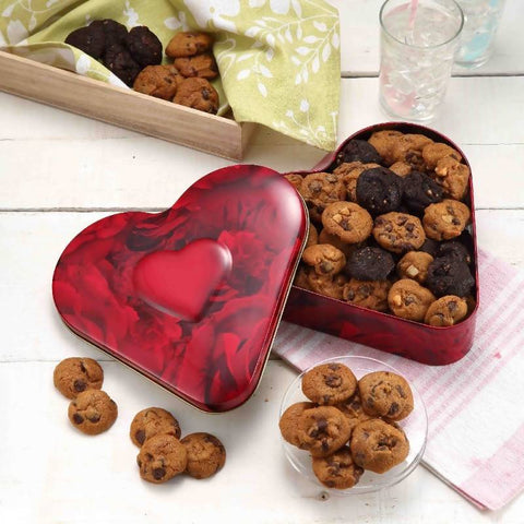 Famous Amos Red Heart Tin 330g