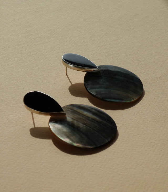 PENDULUM Earring / Tahitian Mother of Pearl + Obsidian