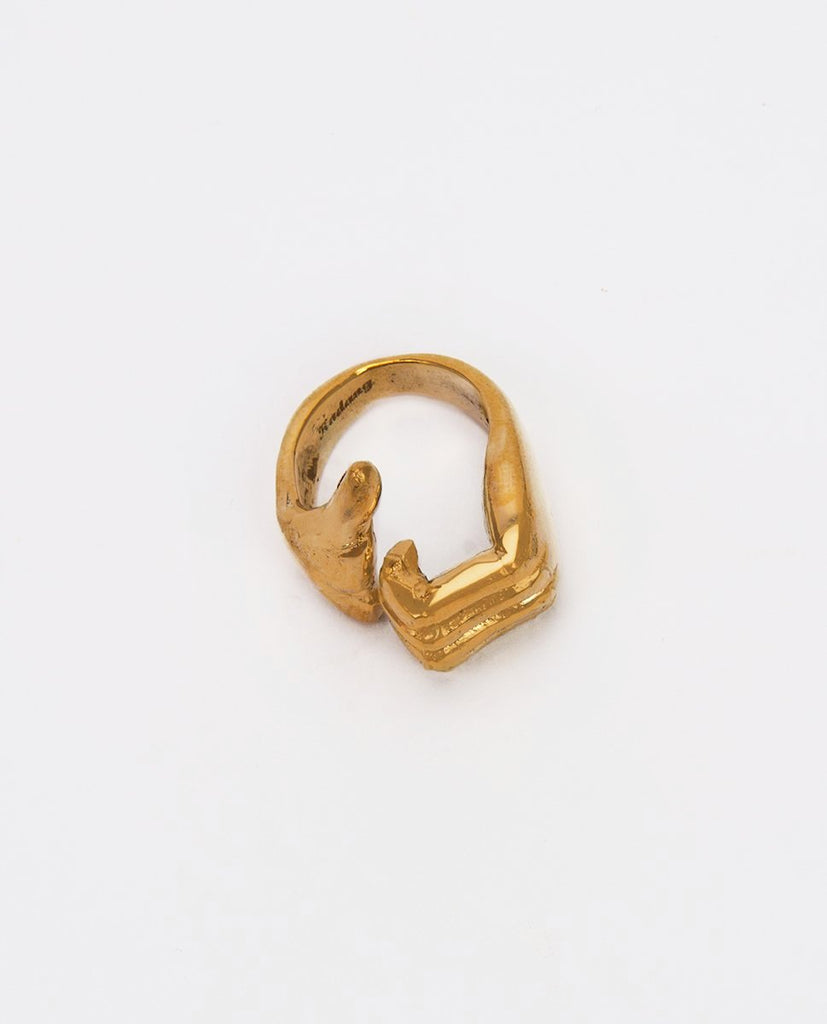 Gold ring thumb