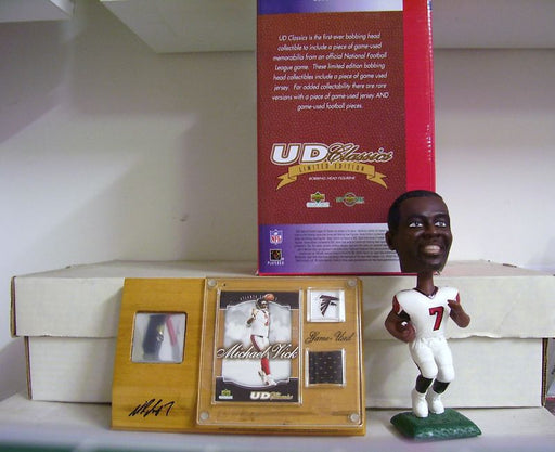 Michael Vick Bobblehead and Jersey - BobblesGalore