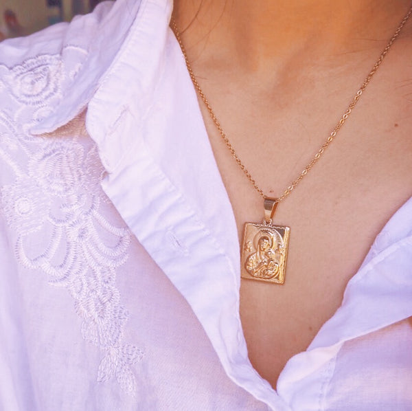 Lady Perpetual Medallion Necklace
